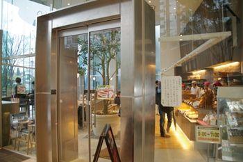 横浜センター北にあるパン屋さん「ベッカライ徳多朗」の外観」