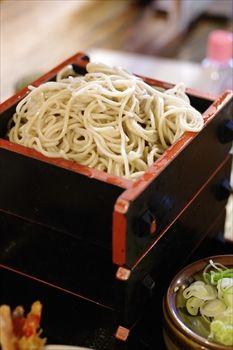 横浜日本大通りにある蕎麦屋「味奈登庵」の蕎麦