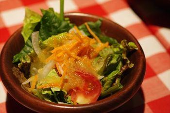 横浜西口にある洋食店「カリオカ」のサラダ