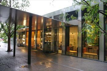横浜新高島にあるパン屋「アール・ベーカー」の外観