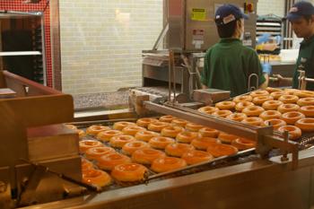 クリスピークリームドーナツのドーナツ製造工程2