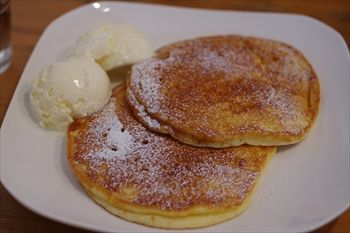 横浜山手にあるカフェ「OLD.B(オールドビー)」のパンケーキ
