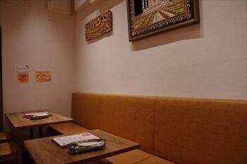 トレッサ横浜にあるインドカレー店「ホットハウス」の店内