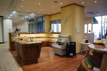 横浜センター南にあるパン屋「ラ・セゾン・デ・パン」の店内
