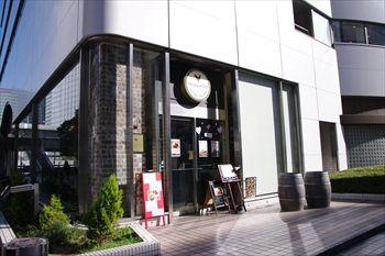 横浜東口にあるイタリアン「クッチーナラココリコ横浜」の外観