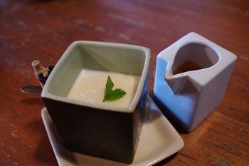 西横浜にあるカフェ「夏至茶屋」のブランマンジェ