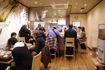 横浜伊勢佐木長者町にあるラーメン店「中華蕎麦 時雨」の店内