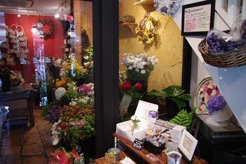 横浜石川町にあるカフェ「ナチュラルフーズカンパニー」の花売り場