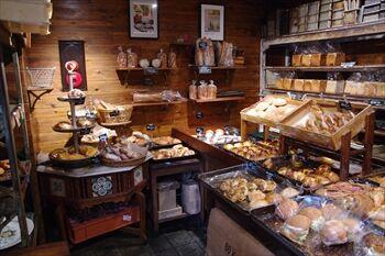 片倉町にあるパン屋「ル・ミトロン」の店内