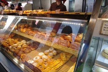 辻堂にあるパン屋「ビギー」の店内