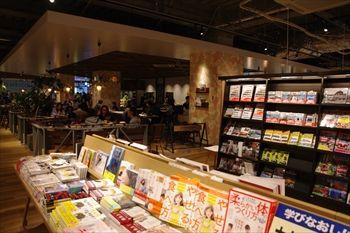横浜新山下のホームズの店内