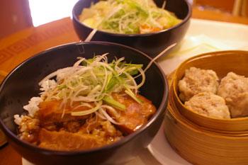 横浜ワールドポーターズ「SARIO聘珍茶寮」の豚角煮ごはん