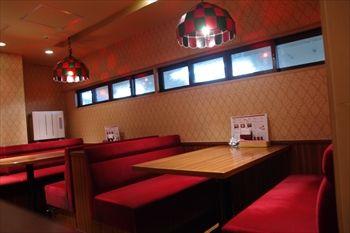 横浜西口にある洋食屋「カリオカ」の店内