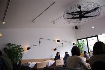 鎌倉にあるNYスタイルのレストラン「ブランチキッチン」の店内