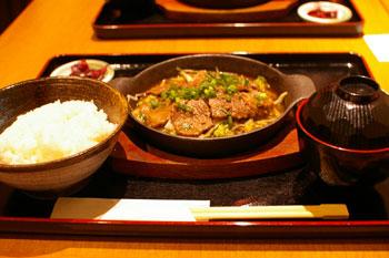 横浜みなとみらいの「しぐれや」の牛肉の鉄板焼き定食