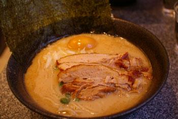 京急鶴見のラーメン店「ラーメン厨房 麺バカ息子徹」のラーメン