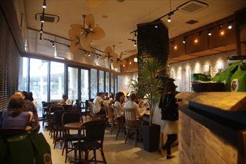 ららぽーと横浜にあるカフェ「ホノルル コーヒー」の店内