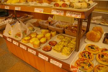 横浜馬車道のパン屋「レェ・グラヌーズ」の店内