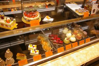 パリに本店がある洋菓子店「ジャン・ミエ 横浜元町店」の店内
