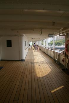 横浜山下公園の氷川丸の甲板