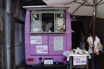 横浜日本大通りにあるパン屋さん「横浜ロータス」の外観