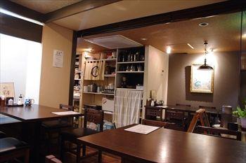 横浜大倉山にあるとんかつ屋「とら吉」の店内
