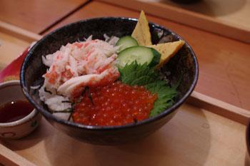 横浜関内にある食事処「北海道オホーツク 美幌食堂」の丼