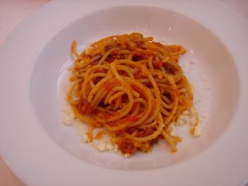 オプレチェネッラ('O Pulecenella)のトマトソースパスタ