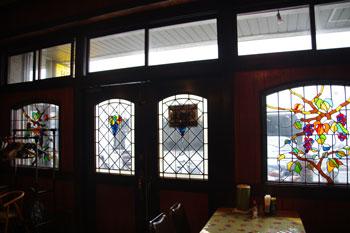 横浜日本大通りにある洋食屋「ホフブロウ」の店内