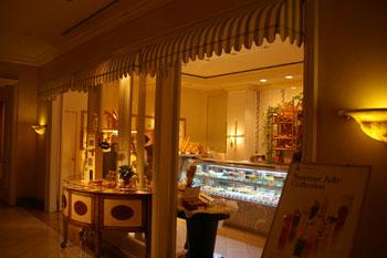 横浜ロイヤルパークホテルのケーキショップコフレの店頭