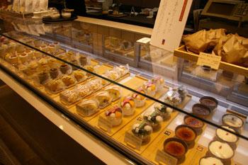 キュービックプラザ新横浜にある和菓子屋「梅芯庵」の店内