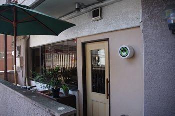 横浜元町中華街にある「ビストロイージーリビング 」の入り口