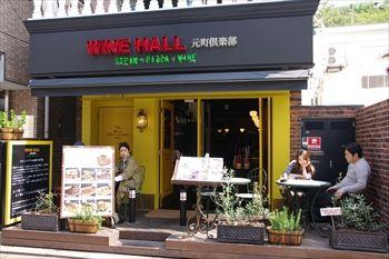 横浜元町にあるレストラン「ワインホール 元町倶楽部」の外観