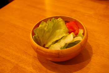 スープカレーのおいしいお店「アジョワン(ajowan)」のサラダ