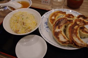 東京池袋にある中華料理店「開楽」の定食