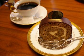 トレッサ横浜にあるカフェ「CAFE 丸福珈琲店」の丸福珈琲ロール