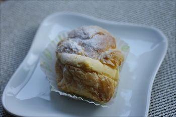横浜綱島にある洋菓子店「ヴェルプレ」のシュークリーム