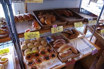 山梨県中央市にあるパン屋「ル・ヴァン」の店内