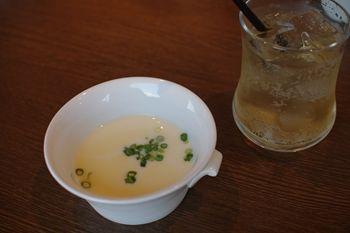 横浜西口にあるイタリアンのお店「ベジテーブル」のスープ