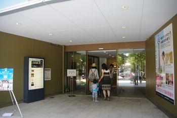 横浜マリンタワーの入り口