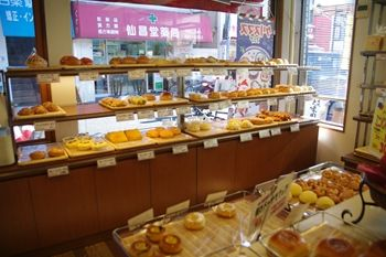 横浜白楽にあるパン屋さん「サンエトワール」の店内
