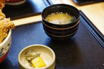 横浜センター北にある天ぷら屋「さくさく」の味噌汁
