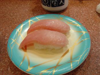 横浜相鉄ジョイナスの回転寿司「魚敬」のびんとろマグロ