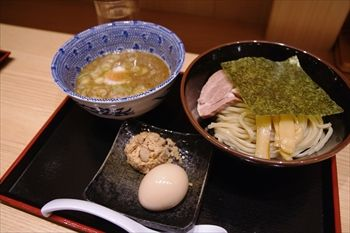 新横浜にあるつけ麺専門店「舎鈴」のつけ麺