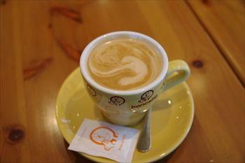 横浜みなとみらいにあるカフェ「bondolfi boncaffe」のカフェラテ