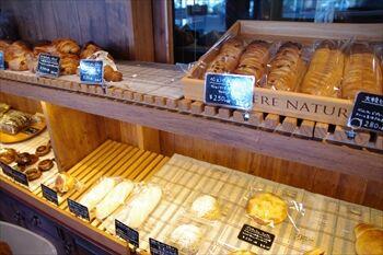 横浜元町にあるパン屋「マリンベーカリー」の店内