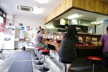 横浜鴨居にある家系ラーメンのお店「一二三家」の店内