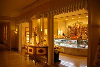 横浜ロイヤルパークホテルのケーキショップ「コフレ」