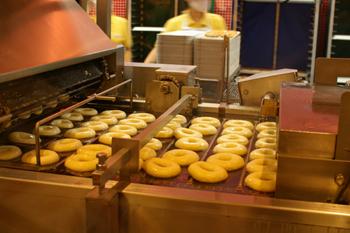 クリスピークリームドーナツのドーナツ製造工程1