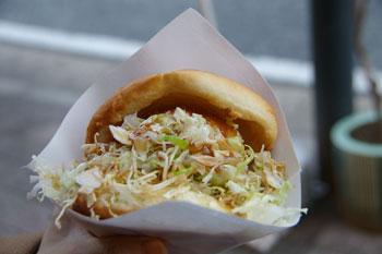 横浜桜木町のコロッケのお店「ハクライ屋」のコロッケパン